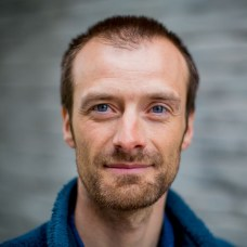 Daniel Straume is part of a microbiological research group at NMBU led by Professor Leif Sigve Håvarstein. Together with a research group from Madrid, they have discovered new properties of one of the most important bacteria that cause disease and death in humans.