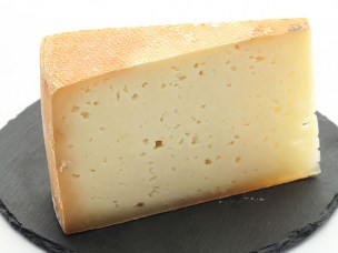 Cheese made from raw sheep milk