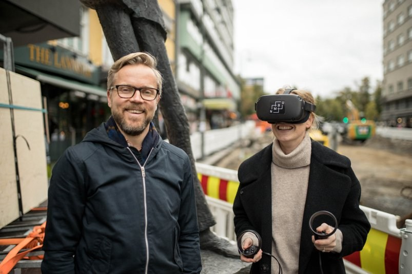 Knut Andreas Øyvang and Tiril Thomas Blom testing VR models for Olav Vs Gate in Oslo (source:COWI, Bygg.no article) October2019.