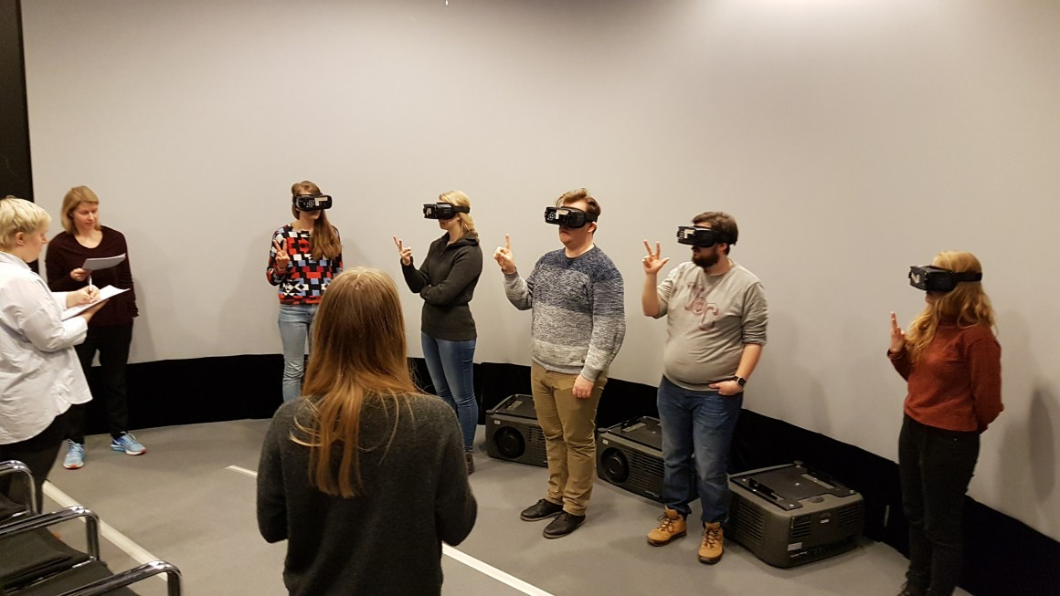 VR experimentation with perception of safety in urban parks.
